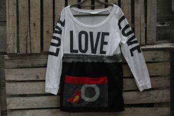 Love Top and black bottom with Batik Bird pocket! sm/ med $30 BUY ME!